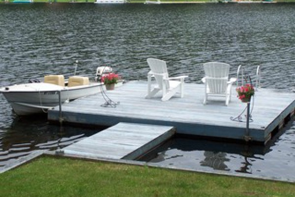 private dock, pontoon boat available to rent