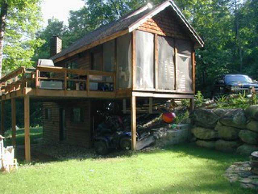 Private yard, fire pit, screened porch, deck