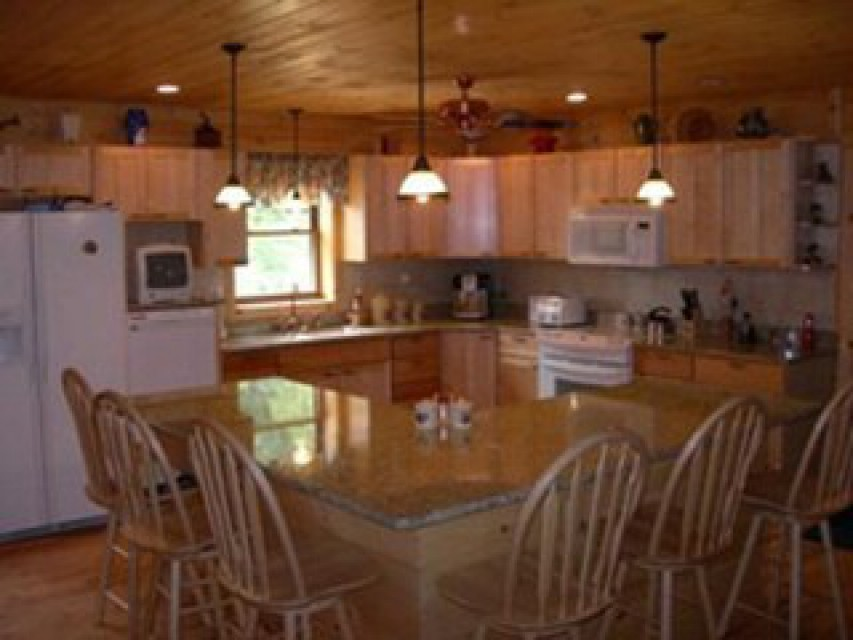 Large gourmet country eat-in kitchen