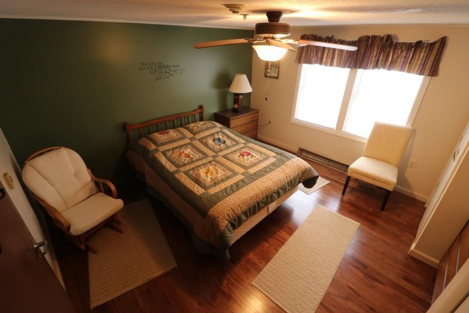 Junior Master Bedroom #2 With Queen Size Bed