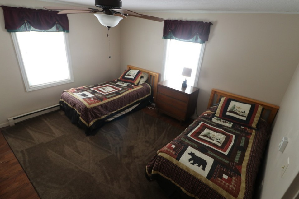 Bedroom #3 With 2 Twin Beds