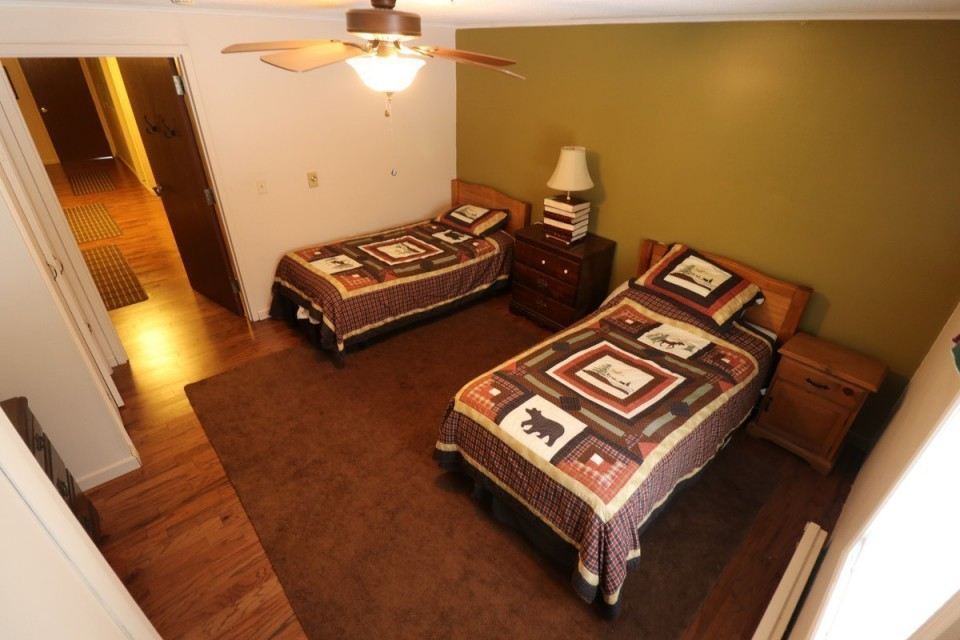 Bedroom #5 With 2 Twin Beds