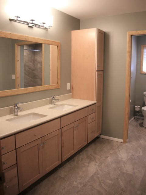Master Bathroom #2 with tub shower between MBR #2 & #3