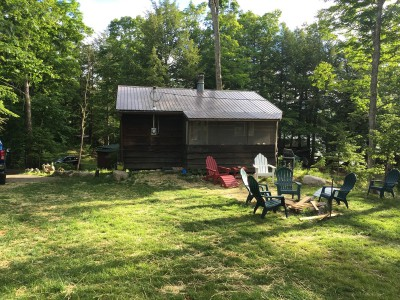 LAKE FRONT CABIN ON BEAUTIFUL LINCOLN POND!