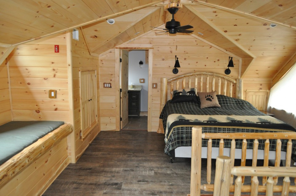 Master bedroom with ensuite and Mountain / lake views