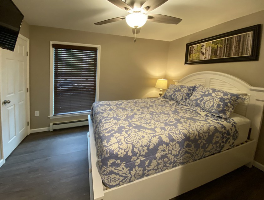 1st floor bedroom with queen bed.