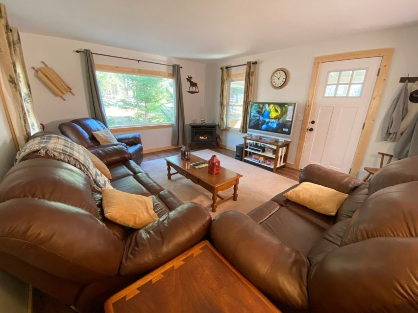 Living Room / fireplace and entertainment center