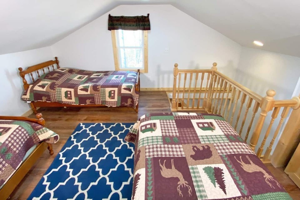 upstairs loft with 3 twin beds
