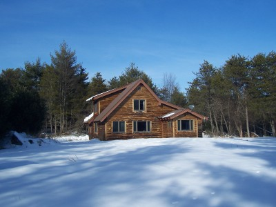 JAY HOUSE: PRIVATE CABIN, SLEEPS 4, PET FRIENDLY!