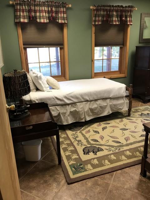 Basement bedroom - 2 twins