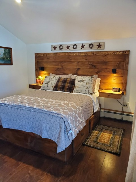 Queen Bed w/ Built In Drawers Underneath for Storage