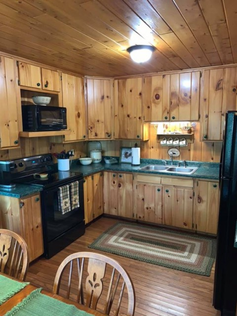 Fully equipped kitchen...lots of amenities
