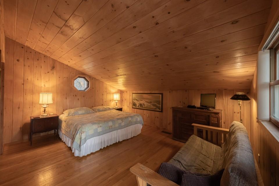 Master room with bath, huge closet, 2 futon sofas.