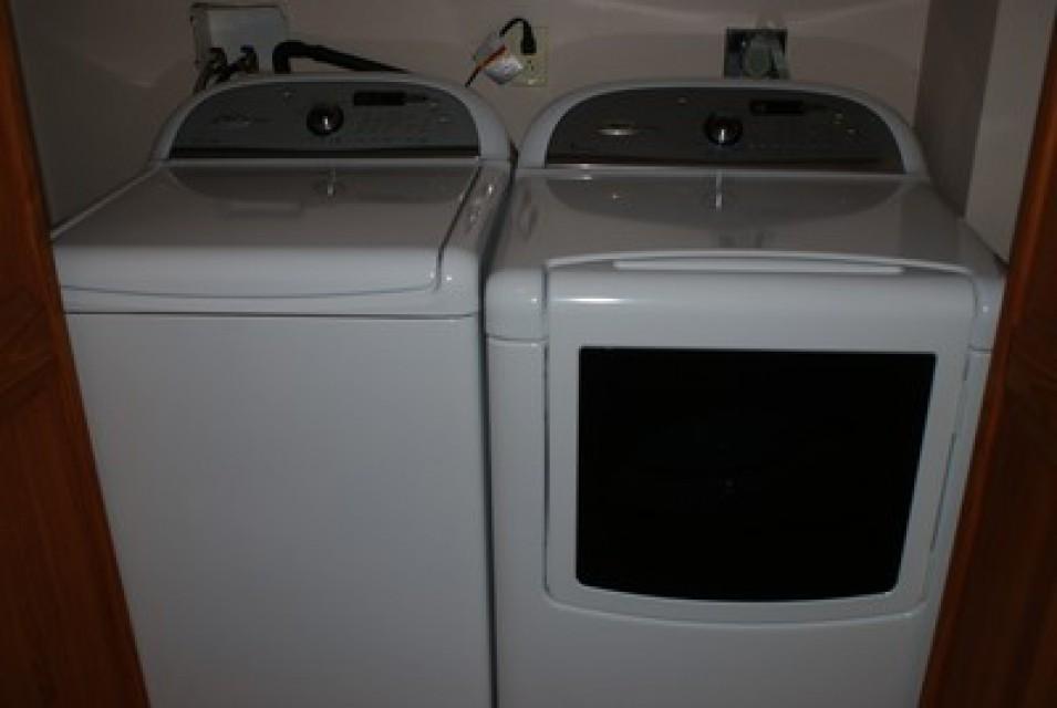 Modern Washer & Dryer
