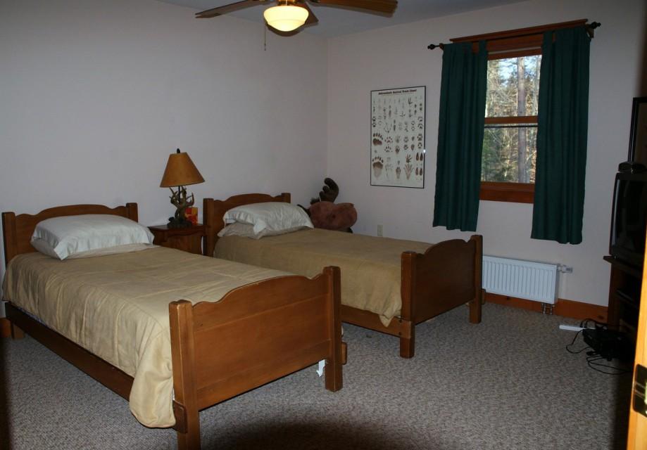 Bedroom #2 Twin Beds