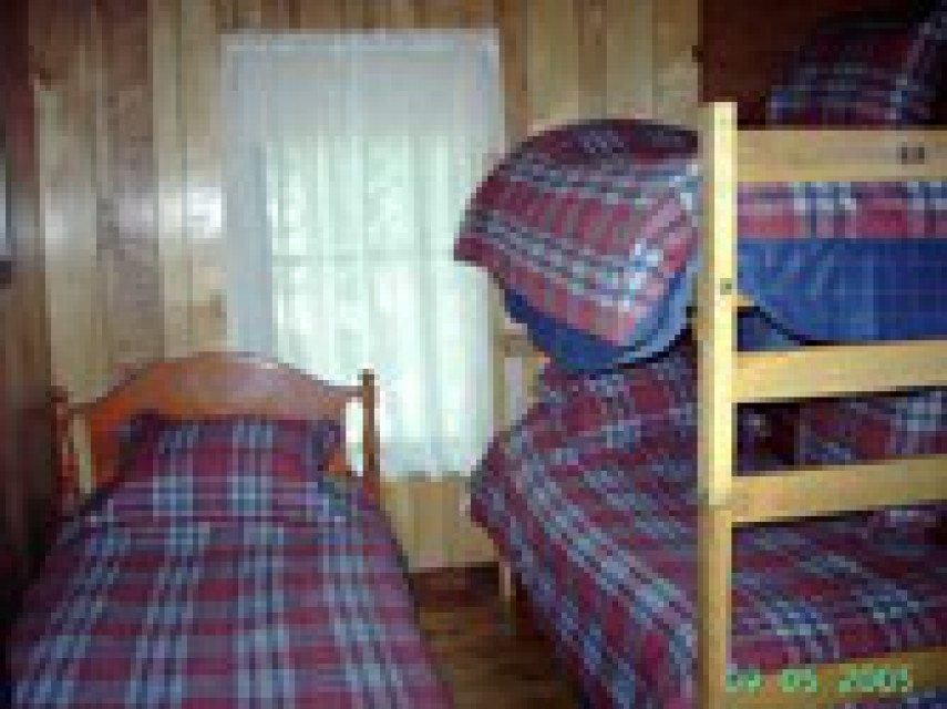 Single bedroom sleeps 3