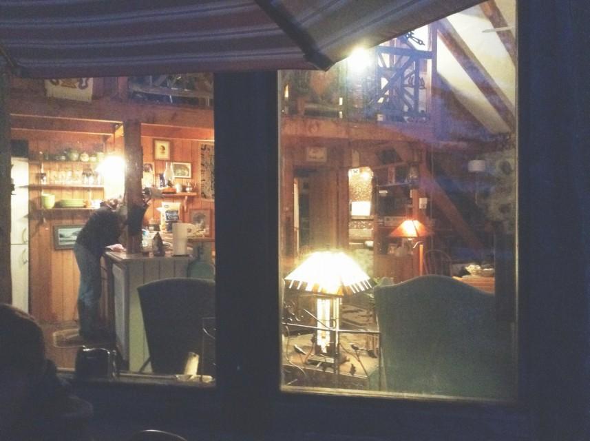 Rustic interior ambiance w/loft