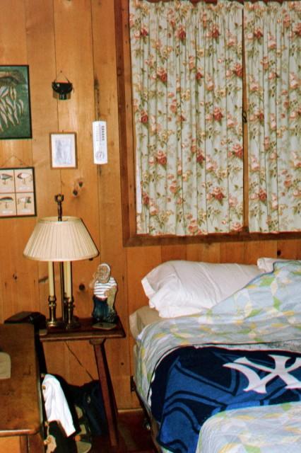 Back Bedroom @ Shyrewood Cabin.