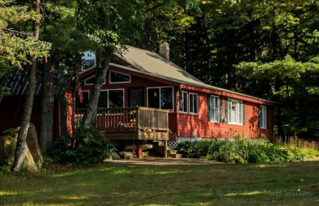 PICTURESQUE LAKEFRONT CABIN
