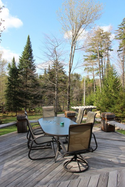 LARGE Front Deck with a Fantastic View!