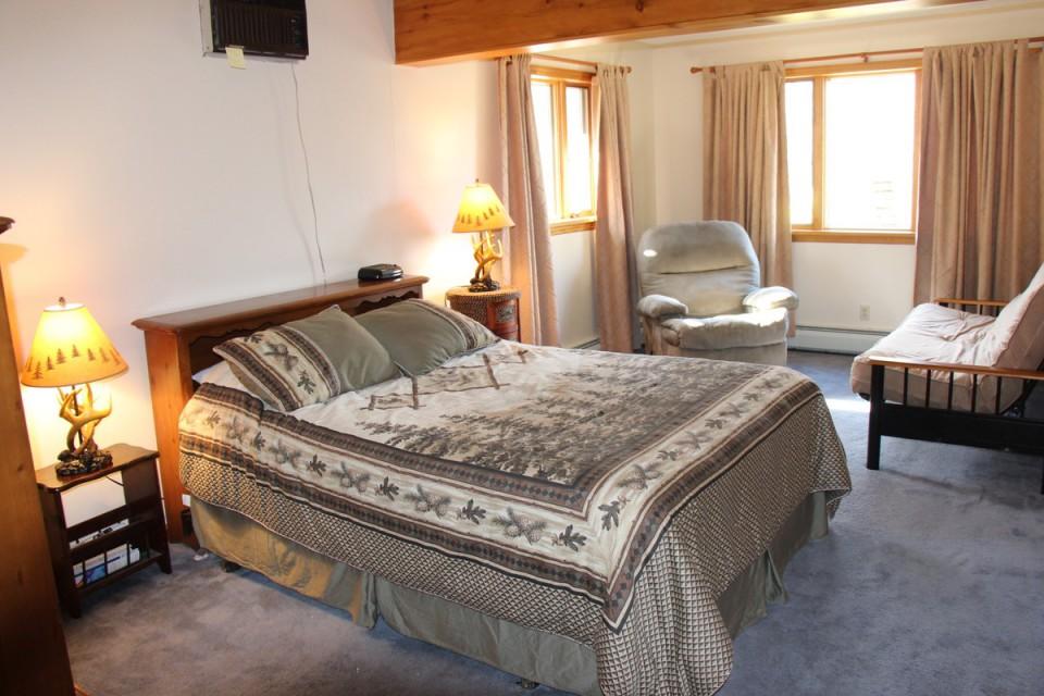 Bedroom 3, Queen Bed, Queen Futon and Recliner