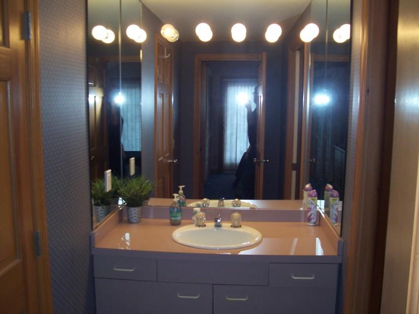 The master suites full bathroom...
