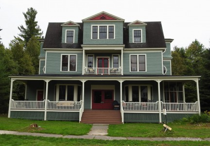 HISTORIC LOON LAKE INN PERFECT FOR LARGE GROUPS