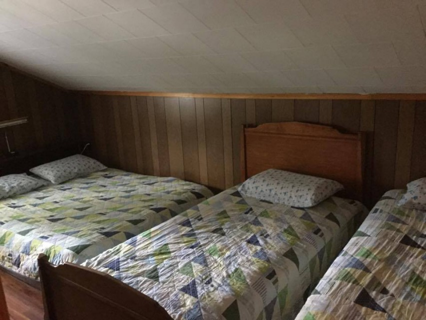Bedroom #4 with queen bed and 2 twin beds