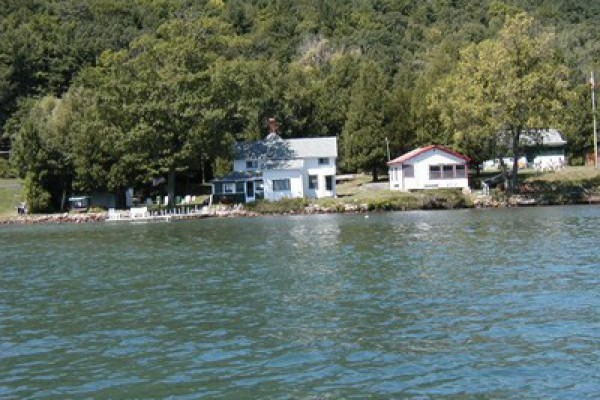 Enjoy your vacation on beautiful Lake George!