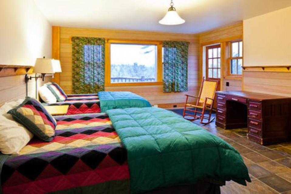 Bedroom with queen size beds