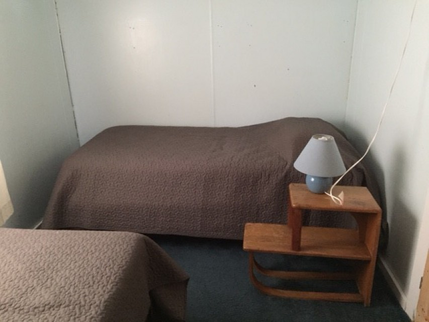 Bedroom 2 single beds