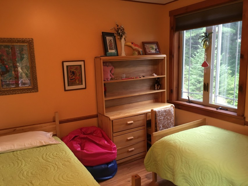 Guest  BR w/2 single beds - Forest & Mountain views