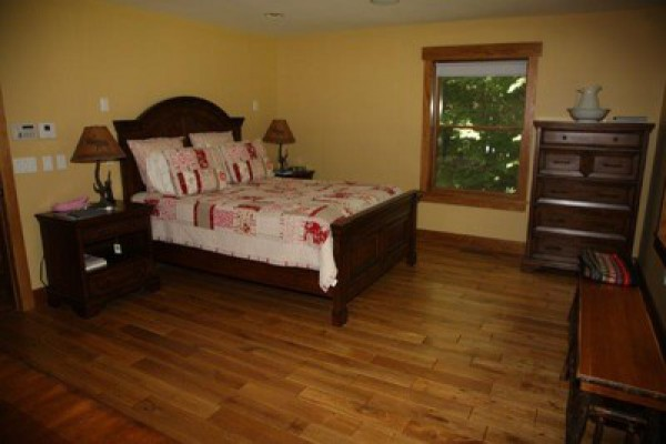 1st floor Master Suite with Queen Bed