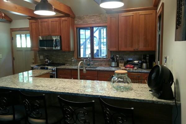 New Kitchen - Gas Stove - 2 Sinks - Dishwasher+++