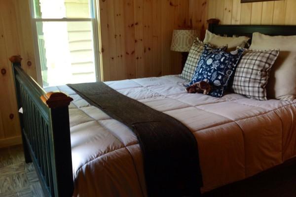 Front bedroom, overlooking lake; Queen size bed