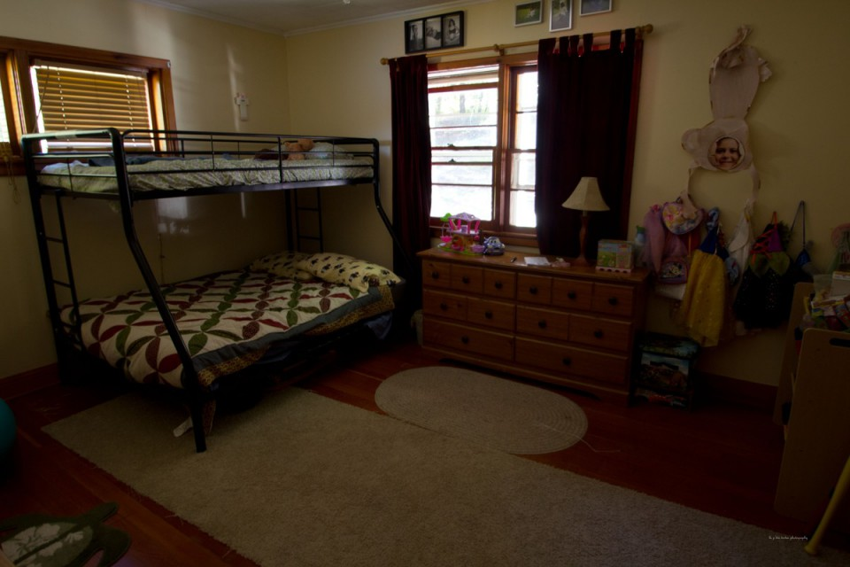 Kid's room- single and full bunk- toys to play with!