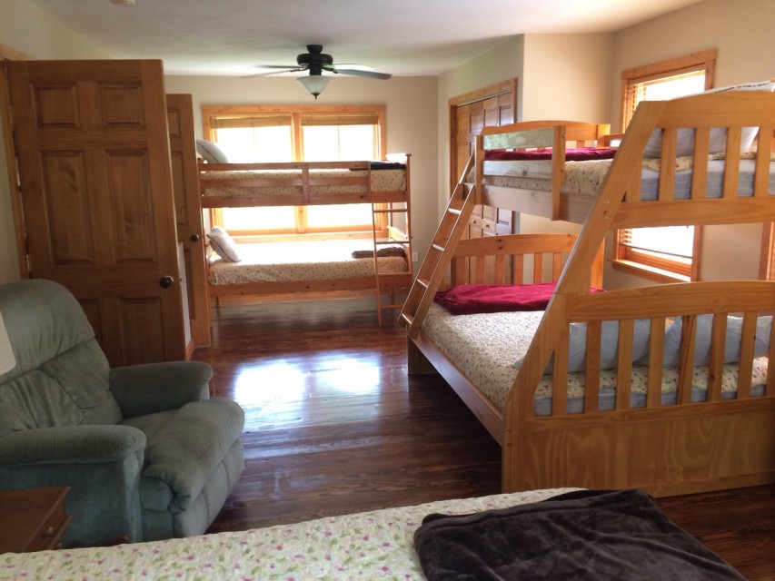 Upstairs bedroom with 2 bunk beds and 1 queen size bed.