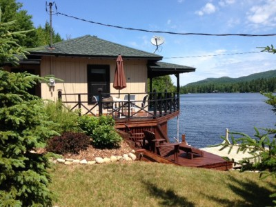 PRIVATE LAKE WATERSIDE COTTAGE