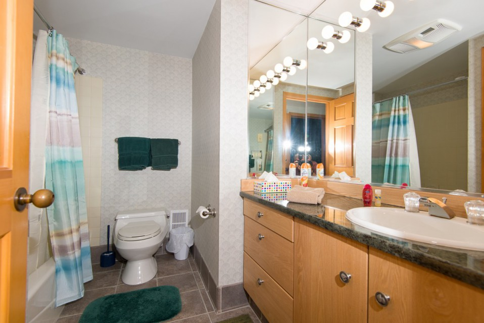 One of our two full bathrooms, with a tub/shower!