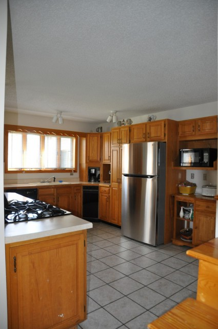Roomy, fully-stocked Kitchen