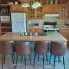 Full kitchen, center island with barstools