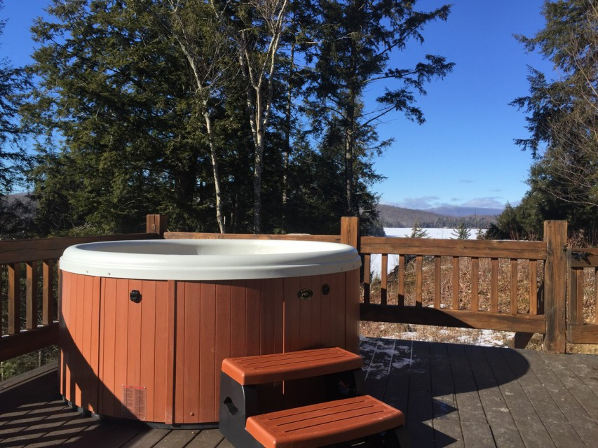 Hot Tub Seats 6, Great in the Winter too!