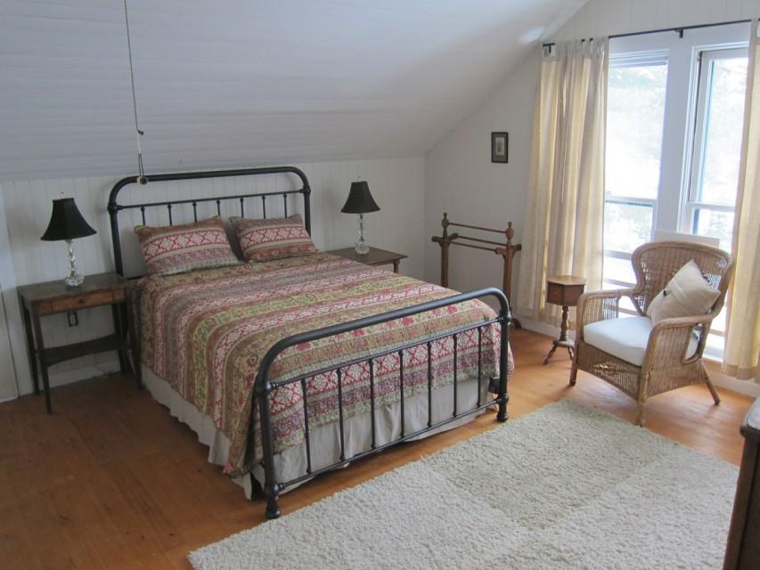 1 of 2 Queen beds in large room