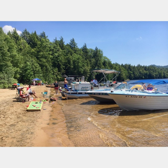 Rent a boat&explore the islands on 15 mile Indian Lake