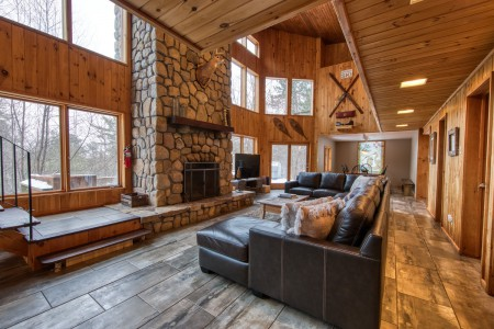 ADIRONDACK CHALET PERFECT FOR LARGE GROUPS